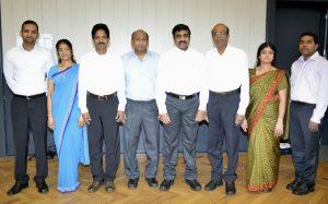 Die Lehrkräfte der tamilischen Schule in Solingen. Ganz rechts steht Nanthakumar Kumarasamy, der seit 1997 in der Klingenstadt lebt und inzwischen die deutsche Staatsangehörigkeit hat. (Foto: Nanthakumar Kumarasamy)