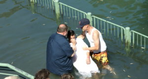 Christen lassen sich im Fluß Jordan in Israel taufen. (Archivfoto: © Bastian Glumm)