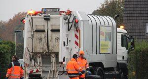 Die Umladestation für den Inhalt der gelben Tonnen zieht Mitte Januar 2017 vom Betriebshof der Technischen Betriebe an der Dültgenstaler Straße zur Gräfrather Tersteegenstraße um. (Archivfoto: B. Glumm)