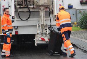 Aufgrund der Feiertage verschiebt sich die Müllabführ um einen Tag nach hinten. (Archivfoto: B. Glumm)