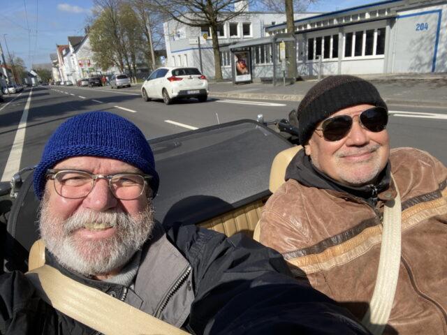 Fahren für das Friedensdorf 6.000 Kilometer von Brücke zu Brücke: Uli Preuss (li.) und Jürgen Beu. (Foto: © Uli Preuss)