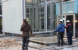 Zuguterletzt wurde das Gerüst im Innenhof der Theater und Konzerthauses an seinem Platz installiert. (Foto: © B. Glumm)