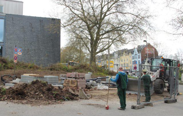 Die Bagger rollen jetzt auch im unmittelbaren Umfeld des Theater und Konzerthauses. Das Areal wird umgestaltet. (Foto: © B. Glumm)