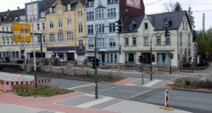 Der Umbau der Konrad-Adenauer-Straße und die Neugestaltung des Theaterumfelds sind in der letzten Phase. Demnächst bekommt die Magistrale noch Flüsterasphalt verpasst. (Archivfoto: © B. Glumm)