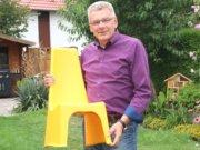 Thomas Nijakwoski vertreibt ergonomische Sitzmöbel. Viele Unternehmen hat er in seiner Kundschaft, aber inzwischen auch Schulen und Kitas. Denn auch die Kleinsten sollten ergonomisch sitzen, fordert der 59-Jährige. (Foto: © Bastian Glumm)