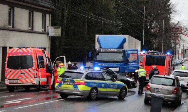 Am späten Mittwochvormittag, gegen 11.50 Uhr, kam es heute auf der Focher Straße zu einem Verkehrunfall, bei dem sich ein Mann verletzte. (Foto: © Tim Oelbermann)