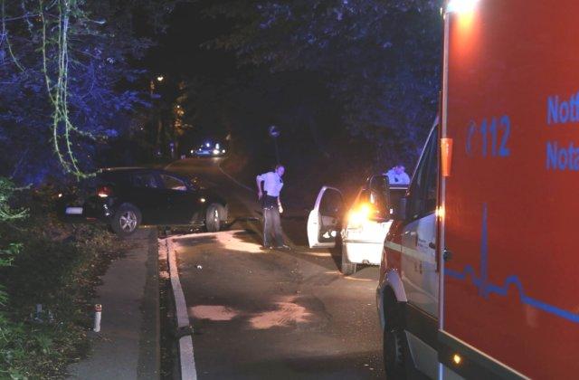 Auf der Kotzerter Straße in Wald verlor am späten Mittwochabend, gegen 23.45 Uhr, ein alkoholisierter BMW-Fahrer die Kontrolle über sein Fahrzeug. (Foto: © Das SolingenMagazin)
