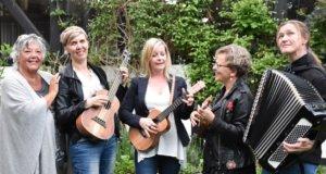 """Wald Unplugged geht doch weiter, Weinhändler Manfred """"Enno"""" Hahn begrüßt am 7. September um 19 Uhr die Gruppe Vocalissime. (Foto: © Lena Lucas)"""