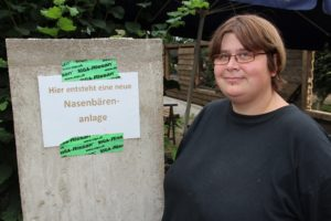 Janett Heinrich leitet im Ohligser Vogelpark die Tierpflege. (Archivfoto. © Bastian Glumm)