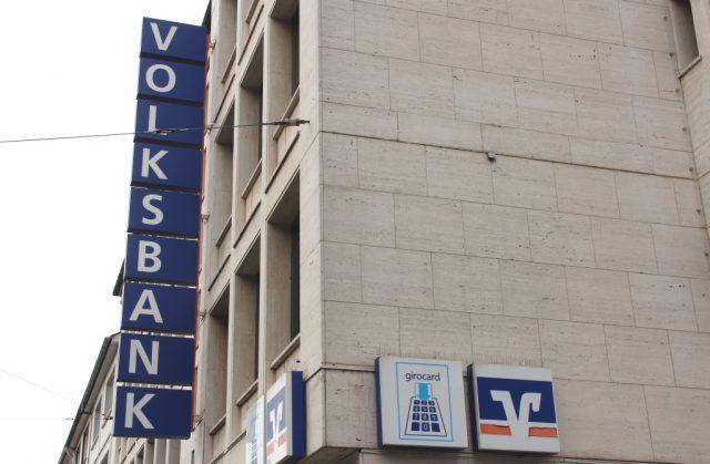Die Fusion der Volksbanken Solingen-Remscheid und Wuppertal wird am Freitag auch technisch vollzogen. (Archivfoto: © Bastian Glumm)