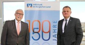 Informierten am Dienstag über das Geschäftsjahr 2018 der Volksbank im Bergischen Land: Die Vorstände Lutz Uwe Magney (li.) und Andreas Otto. (Foto: © Bastian Glumm)