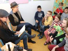 Mit großer Begeisterung ließen sich die Kinder der Grundschule Yorckstraße am Freitag im Zuge des bundesweiten Vorlesetages aus spannenden Kinderbüchern vorlesen. (Foto: © Bastian Glumm)