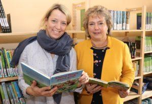"""Die Lehrerinnen Nicole König (li.) und Petra Brandt setzten sich dafür ein, dass die Grundschule Yorckstraße - ohnehin """"Leseschule"""" - beim bundesweiten Vorlesetag dabei ist. (Foto: © Bastian Glumm)"""