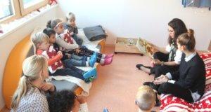 """Beim Bundesweiten Vorlesetag wurde gestern in ganz Deutschland vorgelesen, auch in Solingen gab es zahlreiche Aktionen in Kitas und Schulen. Wie hier in der Kita """"Opderhüh"""" an der Höhscheider Straße. (Foto: © Bastian Glumm)"""