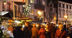 """Der Walder Bürgerverein lädt von Freitag bis Sonntag wieder zum Weihnachtsdorf auf den Kirchplatz und in den """"Schlauch"""" ein. (Archivfoto: © Martina Hörle)"""