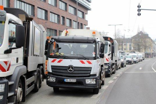 """Die Müllwerker der Solinger Entsorgungsbetriebe legten beim letzten Warnstreik nur eine """"aktive Mittagspause"""" ein. Das soll beim kommenden Ausstand anders werden. (Foto: © Tim Oelbermann)"""
