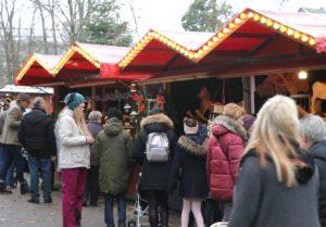 Der Aufderhöher Weihnachtsmarkt lockte am Wochenende zahlreiche Gäste nach Bethanien, wo über 50 Stände drinnen und draußen warteten. (Foto: © Bastian Glumm)