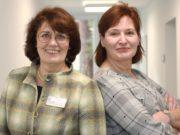 Leiten den Kurs für Mitarbeiter in der Pflege, die nach einer längeren Auszeit wieder in den Beruf einsteigen wollen: Andrea Rose (li.), Leiterin Fort- und Weiterbildung Kplus Gruppe, und Sabine Martin, Referentin im DiCV. (Foto: © Kplus Gruppe)