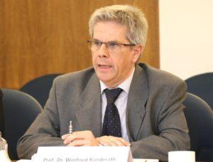 Prof. Dr. Winfried J. Randerath ist Chefarzt der Lungen-Fachklinik Bethanien in Aufderhöhe. (Foto: © Bastian Glumm)