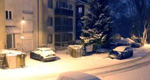 Der Winter mag in Solingen nicht aufgeben. Am Abend kam es zu neuen Schneefällen und auch in der Nacht auf Samstag wird mit weiteren Niederschlägen und Schnee gerechnet. Der Deutsche Wetterdienst hat zudem eine Warnung für Sturmböen ausgegeben. (Foto: B. Glumm)