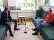 Frank Balkenhol (re.), Geschäftsführer der Solinger Wirtschaftsförderung, im Gespräch mit Rechtsanwalt Robin Schmahl. (Foto: © Bastian Glumm)