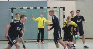 30 Jugendmannschaften machten am Wochenende beim HSG Winter-Cup in der Halle Vogelsang mit. Hier spielt die B-Jugend des gastgebenden WMTV gegen die JSG Übach/Merkstein. (Foto: B. Glumm)