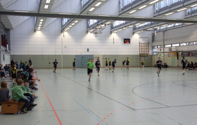 Die Sporthalle des Schulzentrums Vogelsang muss bis auf weiteres gesperrt bleiben: An der Hallendecke hat sich eine Befestigungsschiene gelöst und ist zu Boden gefallen. (Archivfoto: © Bastian Glumm)