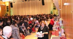 480 Geschenke sammelte die Solinger Tafel für Kinder aus sozial benachteiligten Familien, die Bescherung fand am Donnerstagnachmittag im Theater und Konzerthaus statt. (Foto: © Bastian Glumm)