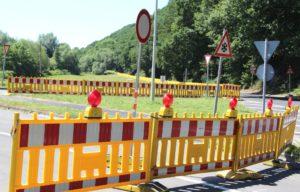 Für den gesamten Fahrzeugverkehr gilt seit vergangenem Mittwoch die Umleitungsstrecke, die seit 2016 schon für Fahrzeuge über 16 Tonnen ausgeschildert ist. Sie führt von Solingen über die Aufderhöher Straße (B229) und Opladener Straße (L288), von Leichlingen aus über die L79 (Landwehr Straße) und L288 (Opladener Straße) auf die Aufderhöher Straße (B229). (Foto: © B. Glumm)
