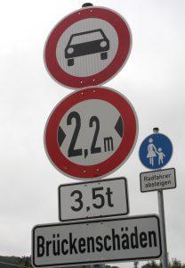 Fahrzeuge dürfen maximal 2,20 Meter Breite und ein Gewicht von höchstens 3,5 Tonnen mitbringen. (Foto: © B. Glumm)