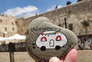 """Dieser """"Wupperstein"""" hat es bis zur Klagemauer in Jerusalem in Israel geschafft und wurde dort ausgelegt. (Foto: © Bastian Glumm)"""