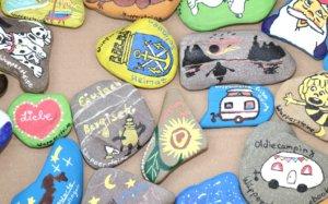Der Fanatsie sind bei der Gestaltung der Steine keine Grenzen gesetzt. (Foto: © Bastian Glumm)