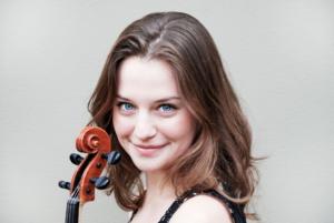 Solistin Dana Zemtsov wurde in Mexiko geboren und erhielt ihren ersten Musikunterricht von ihrem Eltern, die beide ebenfalls Bratschisten sind. Sie besuchte zahlreiche Meisterklassen und studiert inzwischen bei dem berühmten Viola-Virtuosen Michael Kugel. (Foto: © Marije van den Berg)