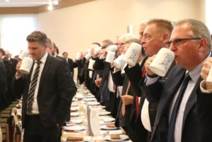 Gewohnt deftig ging es am Freitagabend auf der 49. Zöppkesmahlzeit im Clemenssaal zu. (Foto: © Bastian Glumm)