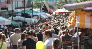 Im kommenden Jahr wird es in Solingen wieder zahlreiche Trödelmärkte geben. Veranstalter können sich dafür bis zum 28. November bei der Stadtverwaltung bewerben. (Archivfoto: © Bastian Glumm)